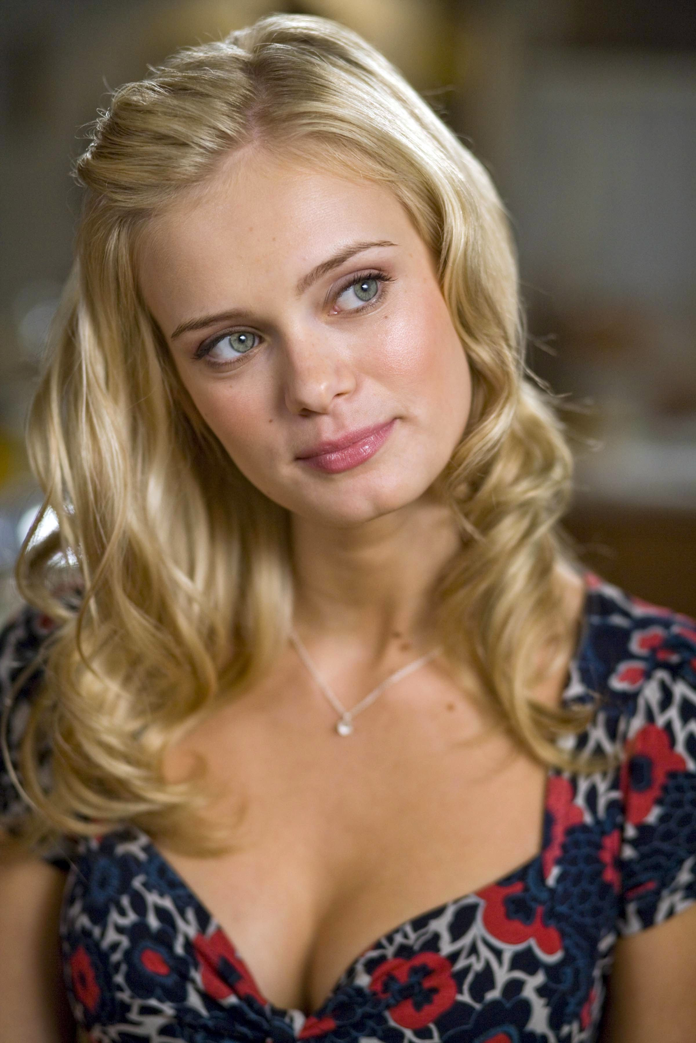 SARA PAXTON IN SLEEPOVER - See best of PHOTOS of the actress